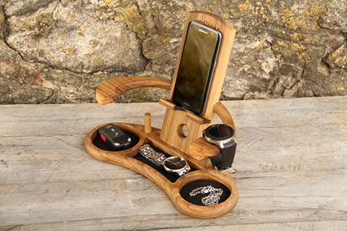 Personalized phone accessories stand Throne3