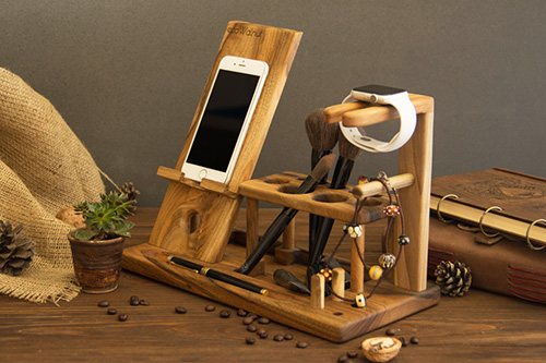 Phone docking station for women3